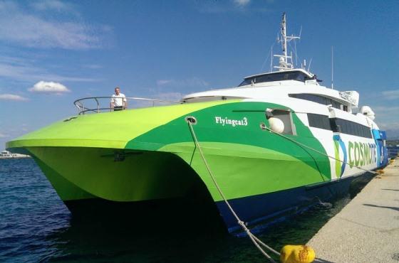 Корабль в порту Пирей