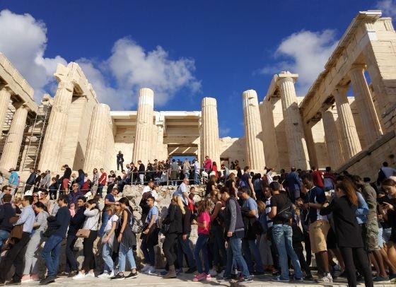 Афинский Акрополь в апреле