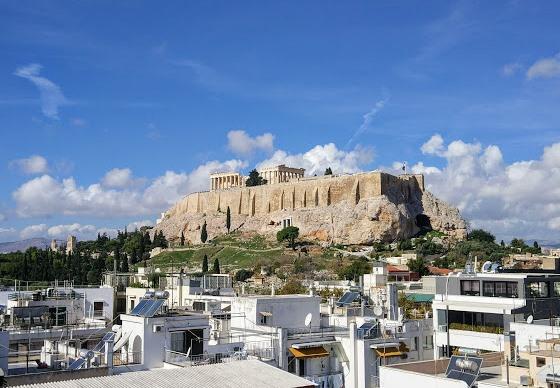 Крыша отеля Athens gate может похвастаться лучшим видом на Афины