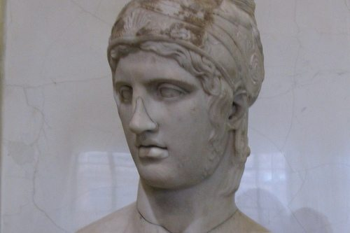 Греческий бог войны Арес в профиль