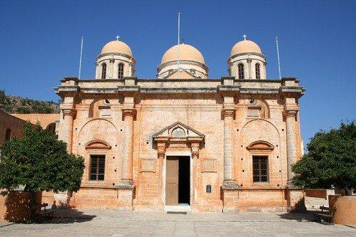 Собор Святой Троицы является главным храмом Агиоса Николаоса на Крите