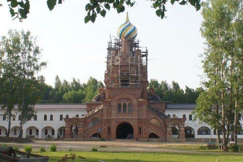 Один из самых красивых монастырей в Ярославской области