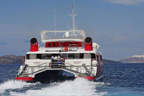 Экскурсии на Санторини отправляются из порта Ираклиона