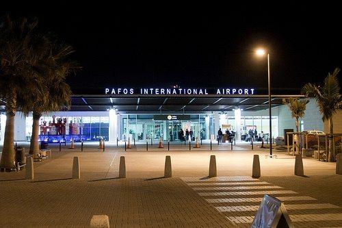 Центральный вход в аэропорт Пафос