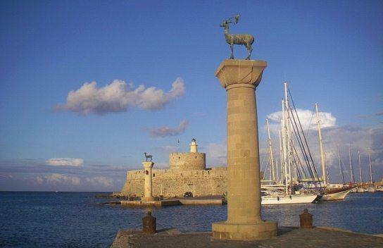 Порт Мандраки на Родосе
