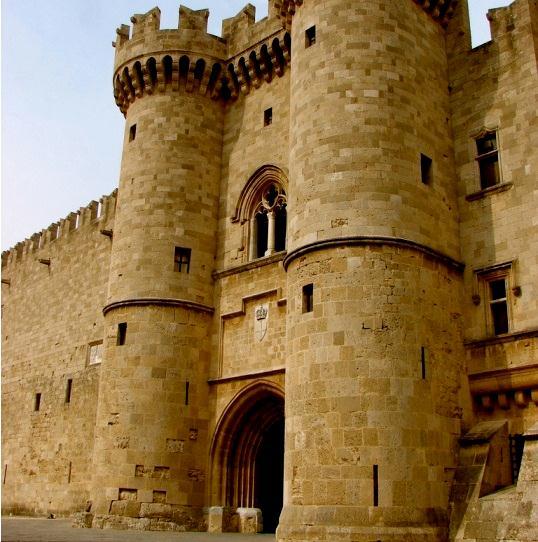 Дворец Магистров на Родосе - одно из самых интересных мест острова