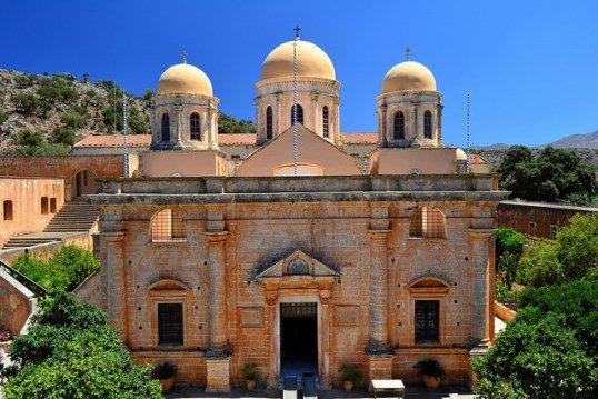 Агия Триада – один из самых богатых и ухоженных монастырей Крита