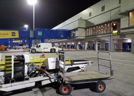 Аэропорт Афин ночью