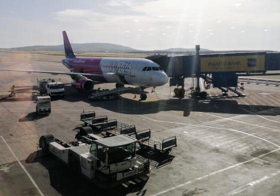 Самолет в аэропорту Афин