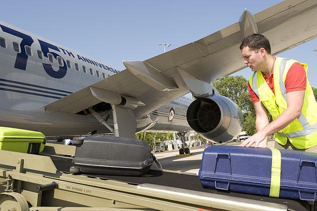Не допускаются к провозу в самолете предметы и вещества, способные нанести вред пассажирам