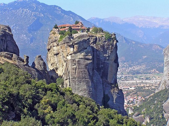 Монастыри Метеоры нередко называют Восьмым Чудом Света