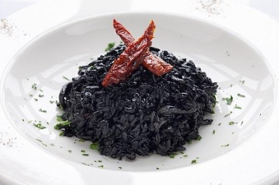 Ризотто с чернилами каракатицы – блюдо для искушенных гурманов