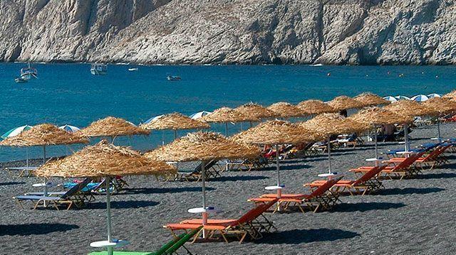 Пляж с черным песком Санторини