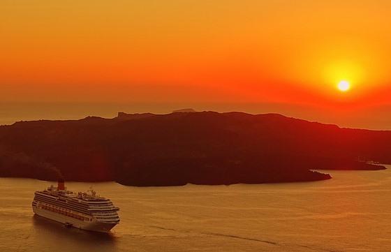 На Санторини лучше приезжать с ночевкой, чтобы увидеть знаменитый закат